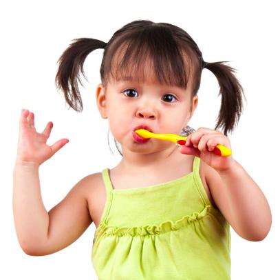 Qual é a melhor maneira de cuidar dos dentes de um bebê / criança?