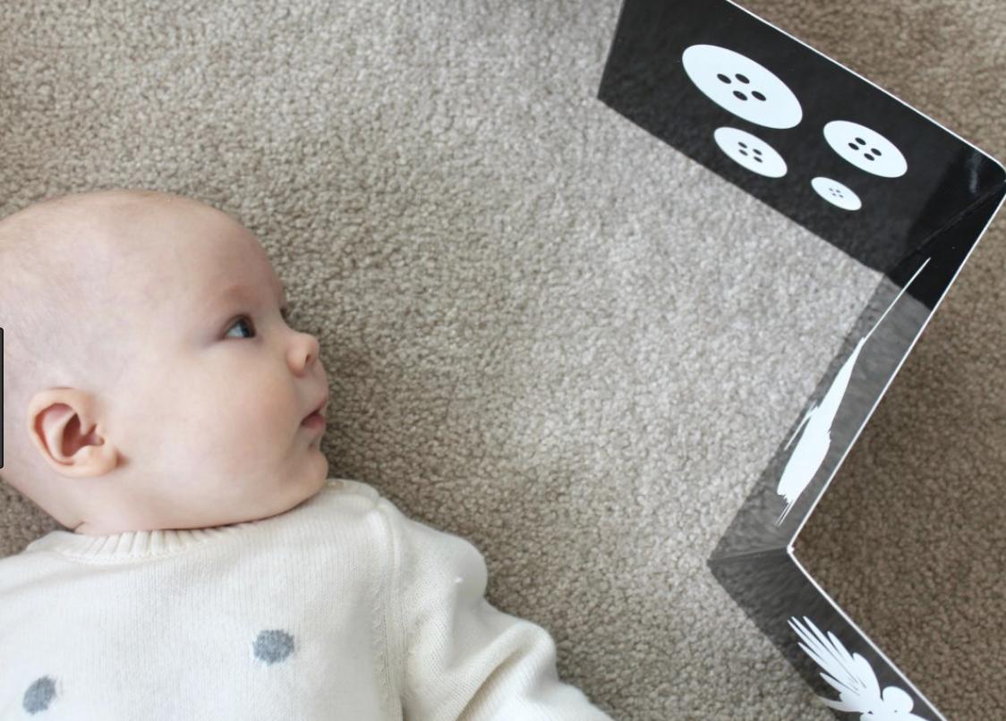 Estimulando a visão do bebê no começo